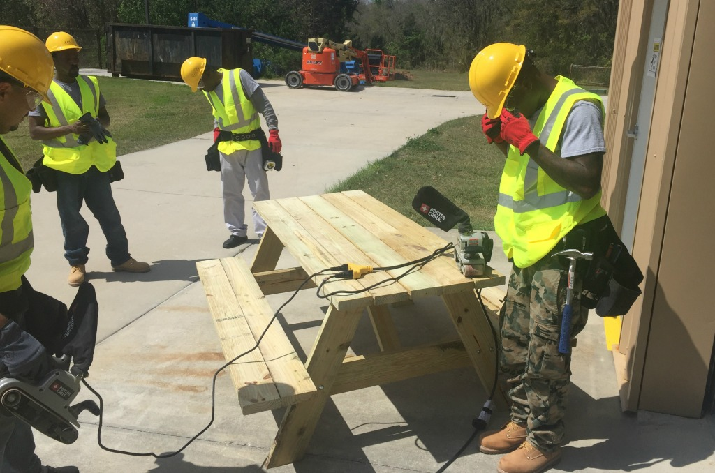 basic construction picnic table feature size