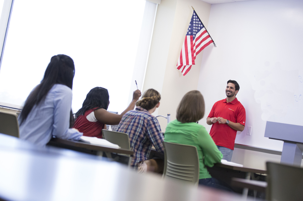 Grant Offers Hurricane-Displaced Professionals Free English Courses, Orientation Services