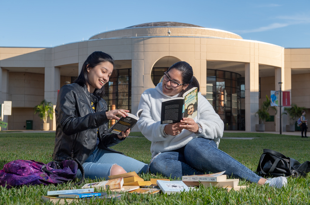 The Valencia College Book Nerds Rediscover the Magic of the Page